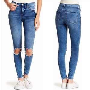Free People Busted Distressed Skinny Jeans  28S